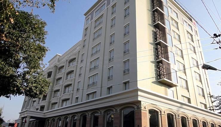 M Regency Makassar - Tampilan Luar Hotel