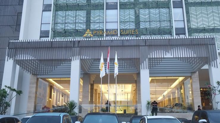 Pyramid Suites Hotel Banjarmasin - Depan hotel