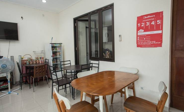 RedDoorz @ Mayjen Sungkono Surabaya - Exterior