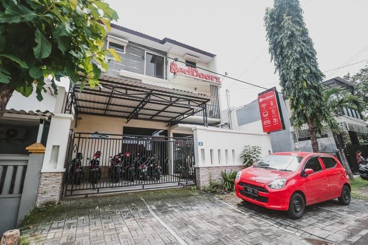RedDoorz @ Mayjen Sungkono Surabaya - Eksterior