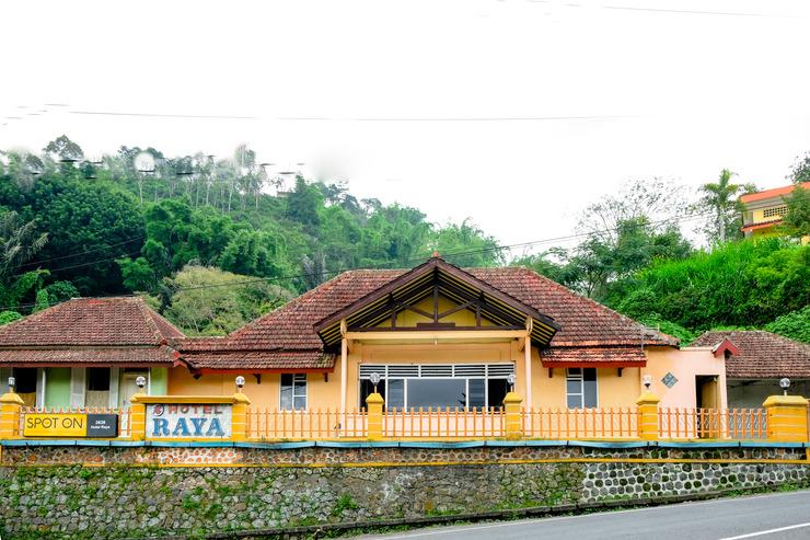 SPOT ON 2638 Hotel Raya Magetan - Facade