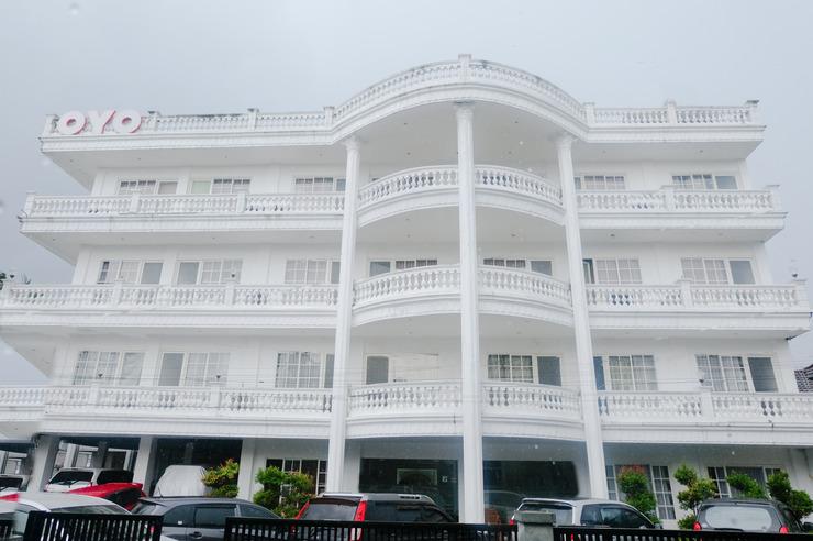 OYO 696 Hasanah Guest House Syariah De Saphire Malang - Facade