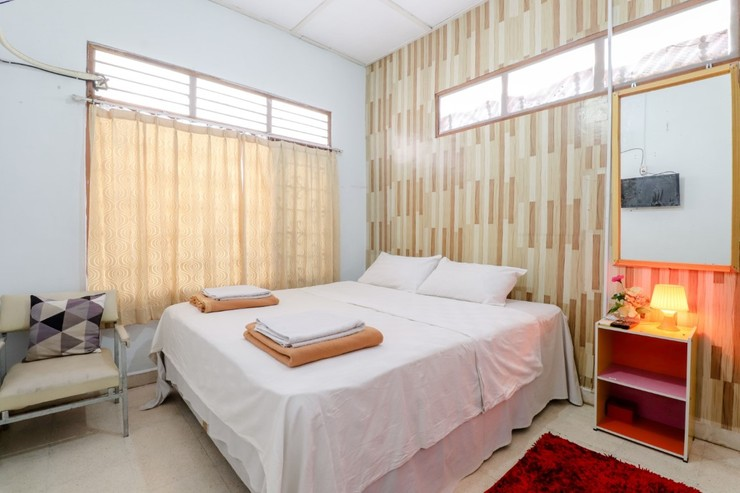 Adil Jaya Homestay Yogyakarta - Deluxe Shared Bathroom with AC