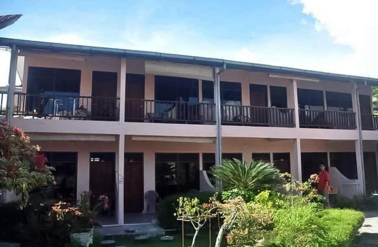 Bernard Guest House & Resto Danau Toba - Photo