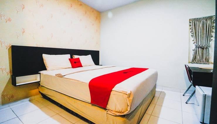 RedDoorz Plus near Mall Panakkukang 2 Makassar - Room