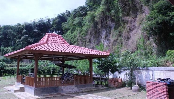 Villa Bayu Lembang Bandung - Exterior