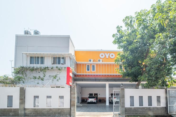 OYO 863 Tenacity Guest House Syariah Cirebon - Facade