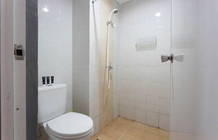 RedDoorz Apartment @Taman Melati Margonda Jakarta - Kamar mandi