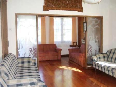 Villa Istana Bunga 3 Bedrooms Bandung - Villa ROP A