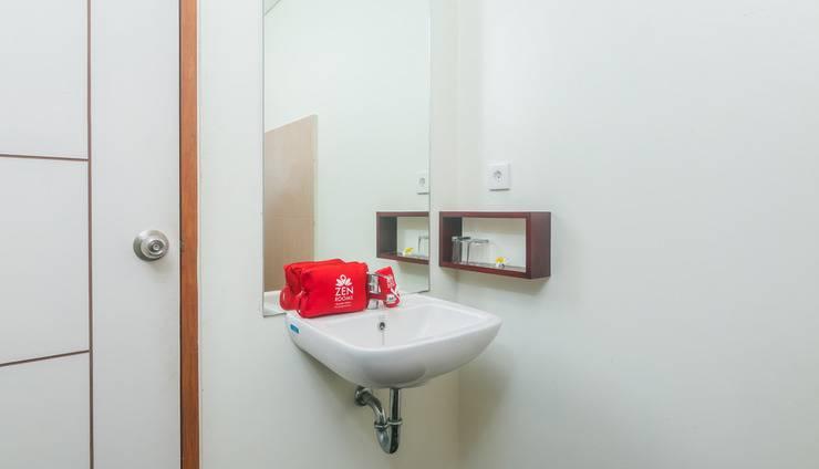 ZenRooms Seminyak Mertanadi - Kamar mandi