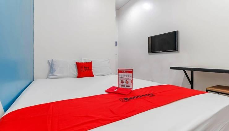 RedDoorz Plus near Pecenongan Jakarta -