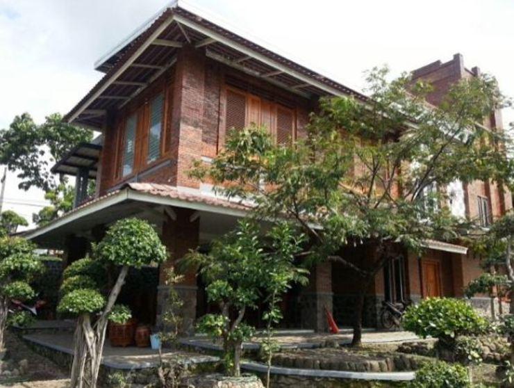 Villa Mediana Mojokerto - Property building