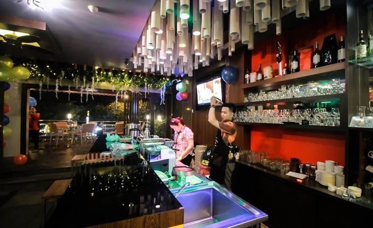 Zia Boutique Hotel Batam - Hangry Pool Restaurant