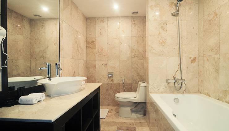 Grand Edge Hotel Semarang - Junior Suite Bathroom