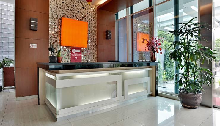 ZEN Premium Soepomo 100 Jakarta - Resepsionis