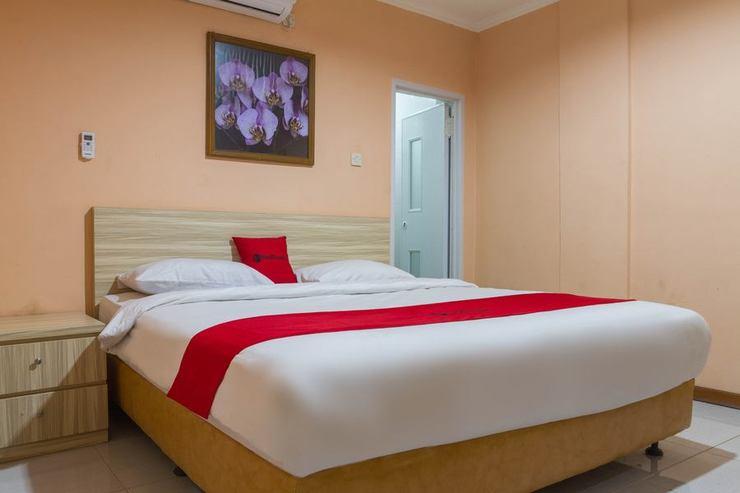 RedDoorz near Istana Plaza 2 Bandung - Guestroom