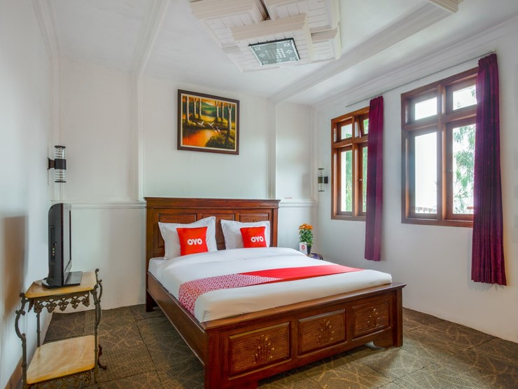 OYO 3004 Penginapan Bromo Adi Pasuruan - Suit family Bedroom