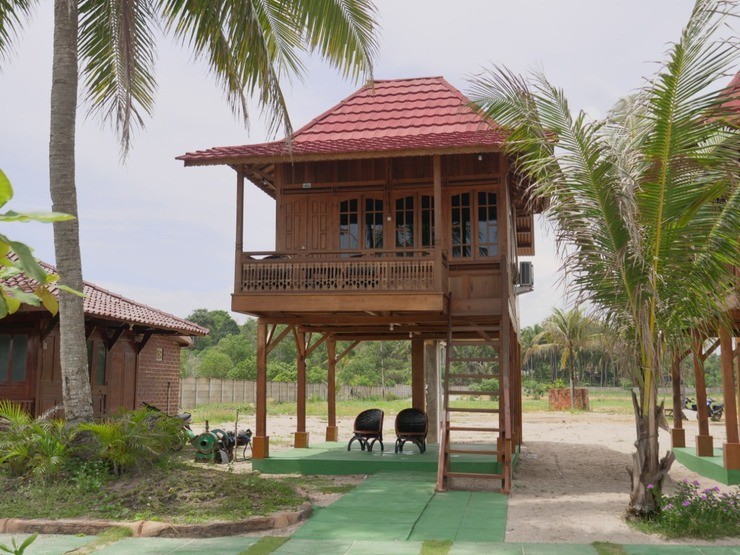 Resort Pantai Indah Batu Bedaun Bangka - Exterior