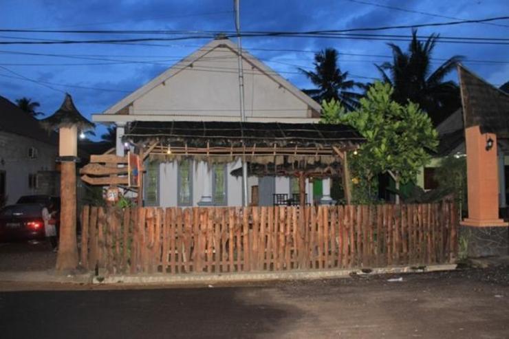 Red Island Panjul Homestay Banyuwangi - Facade