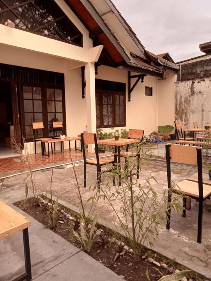 Flocation Coffee and Guest House Yogyakarta - Facade