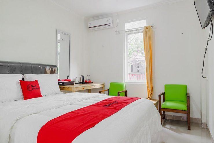 RedDoorz Plus near UPN Veteran Jakarta   Jakarta - Guestroom
