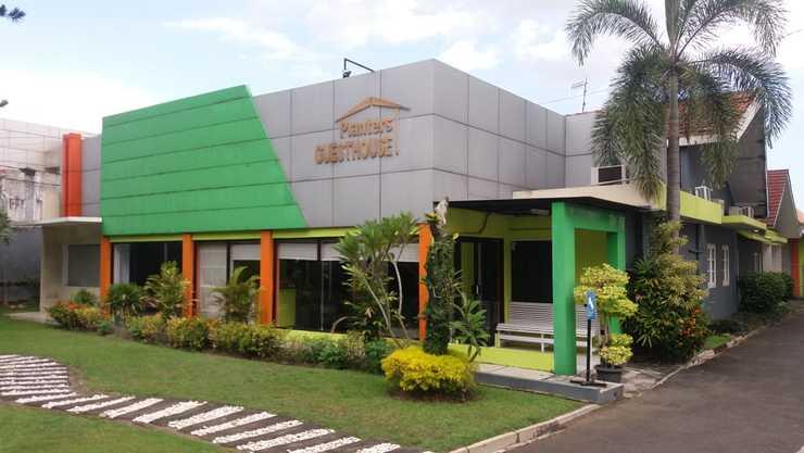 Planters Guest House Yogyakarta - Facade