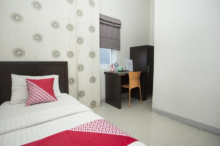 OYO 819 Bumi Mas Guest House Banjarmasin - Bedroom