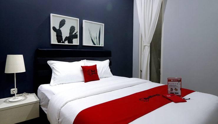 RedDoorz Premium near RS Pondok Indah Jakarta - Kamar Tamu