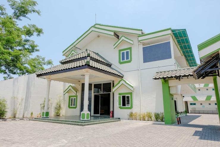 SPOT ON 1796 Hotel Taman Indah Madiun - Exterior