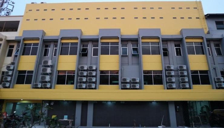 ETHAN Hotel Cilincing Plaza Jakarta - Facade