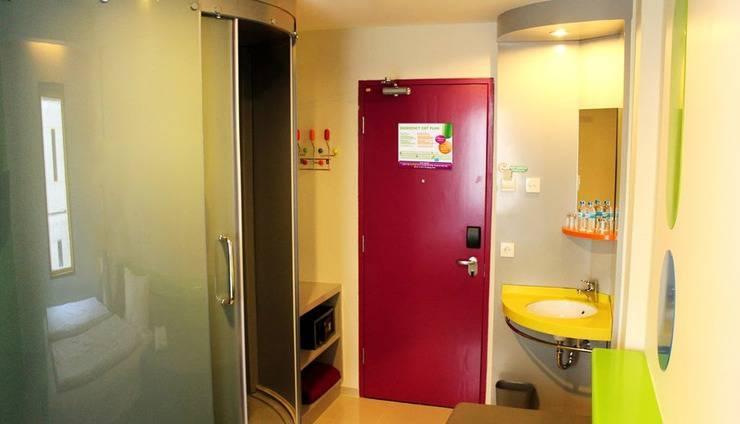 Pop Hotel Kuta - Bathroom