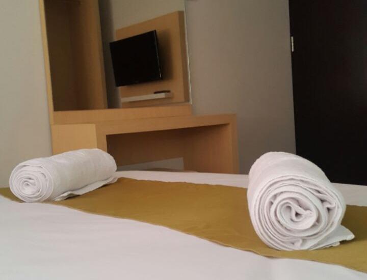 Tonotel Hotel Semarang - room