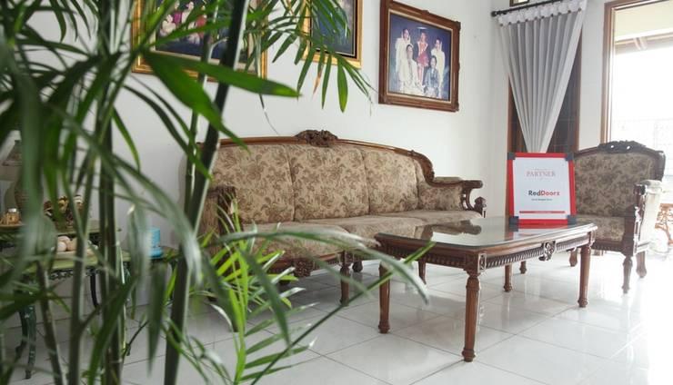 RedDoorz near Juanda Airport T1 Surabaya - Interior
