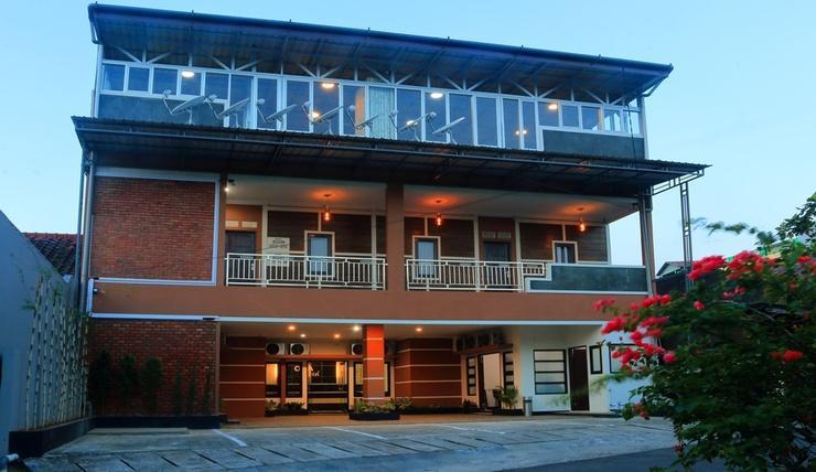 Celia Hotel Samarinda - Exterior