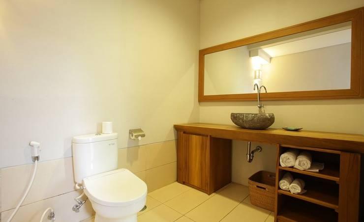RedDoorz @ Nelayan Canggu Bali - Bathroom
