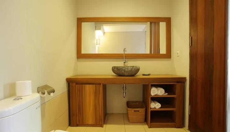RedDoorz @ Nelayan Canggu Bali - Kamar mandi