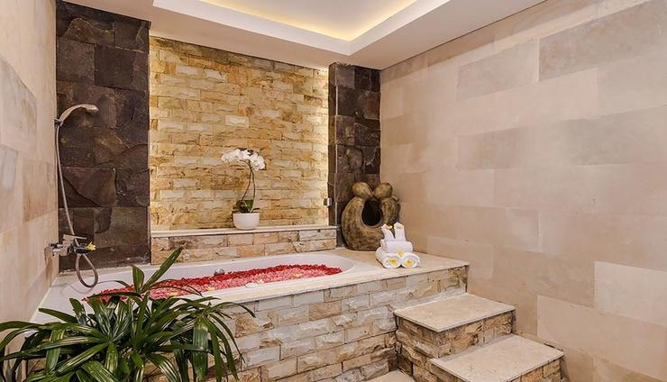 Kubu GWK Resort Bali - Bathroom