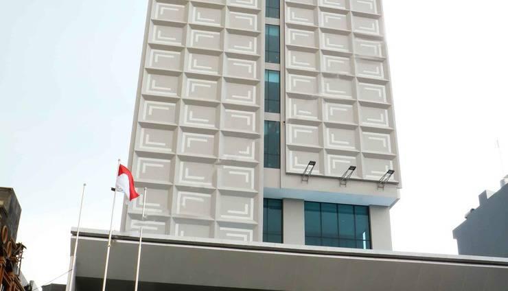 Luminor Hotel Pecenongan Jakarta - front view