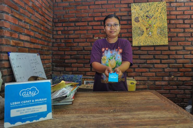 Airy Eco Seminyak Kerobokan Raya Gang Ky Meranti Bali - Receptionist