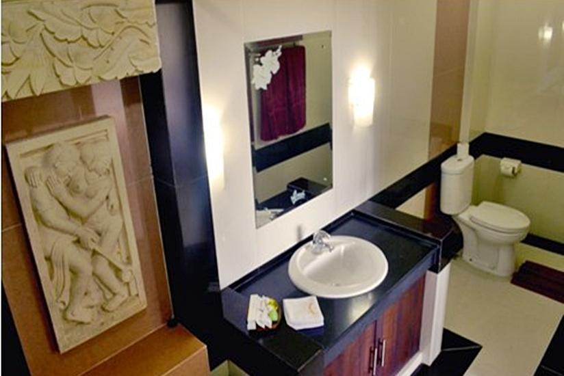 Nirmala Hotel Bali - Kamar mandi