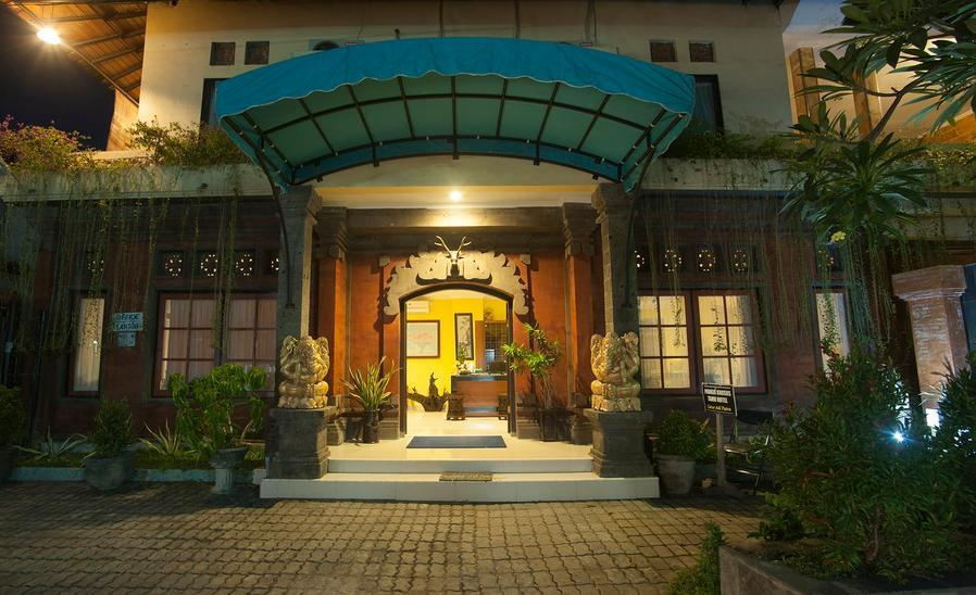 Hotel Catur Adi Putra Bali - Pintu masuk hotel