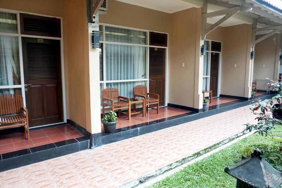 Hotel Puriwisata Baturaden - Superior Room