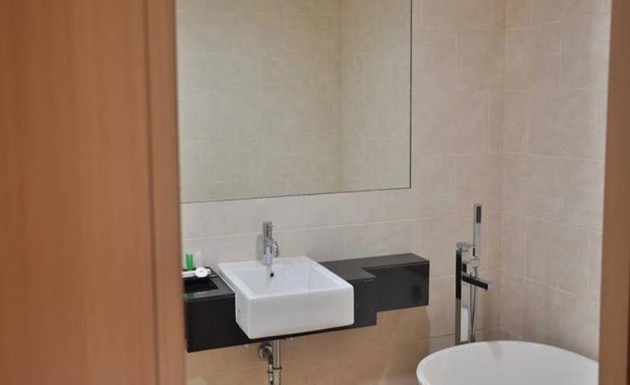 Emerald Pangandaran Hotel Pangandaran - Kamar mandi