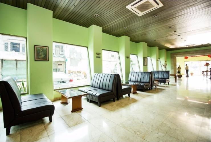 Hotel Alpine Jakarta - Lounge