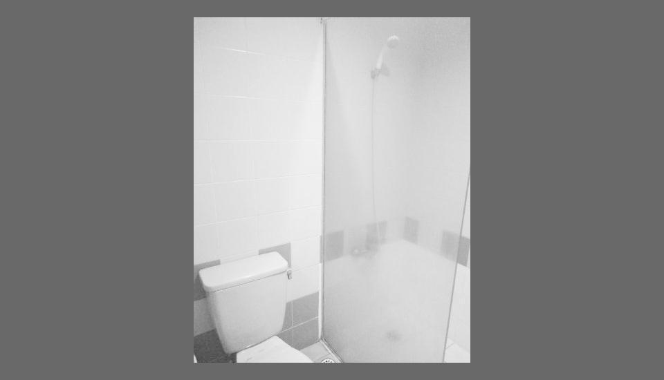 Hotel Alpine Jakarta - Bathroom