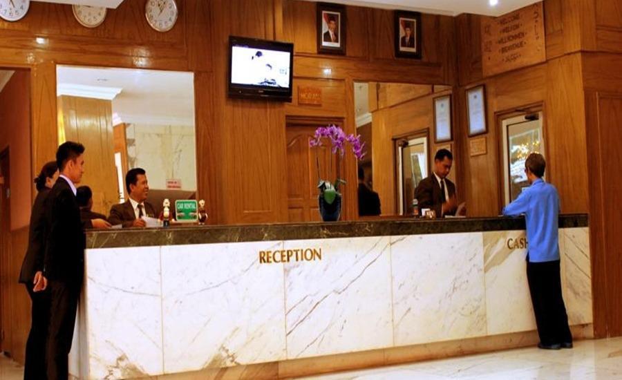 John's Pardede International Hotel Jakarta - Resepsionis