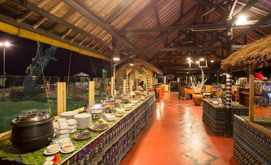 Aruna Senggigi Resort & Convention Lombok - Makan Malam Prasmanan di Graha Seaview Restaurant