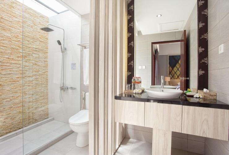 Aruna Senggigi Resort & Convention Lombok - Bathroom