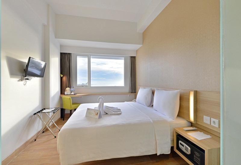 Whiz Prime Hasanuddin Makassar - Superior Double Room Regular Plan