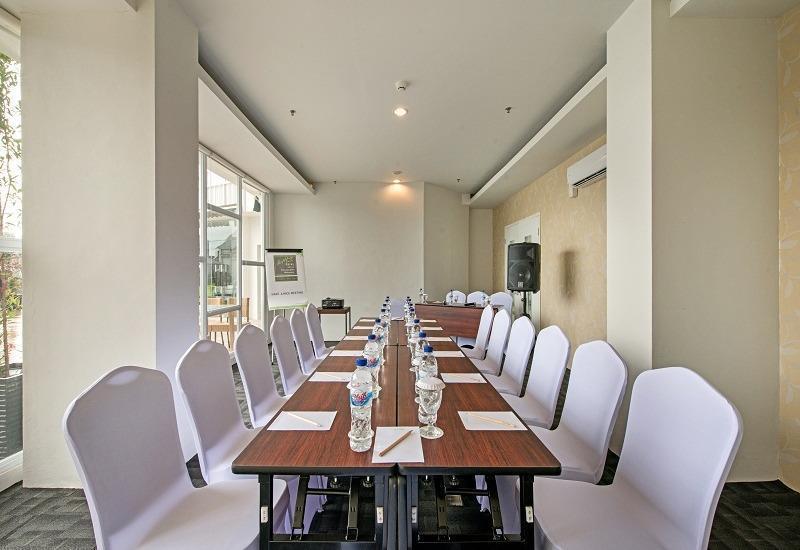Whiz Prime Hasanuddin Makassar - Ruang Pertemuan